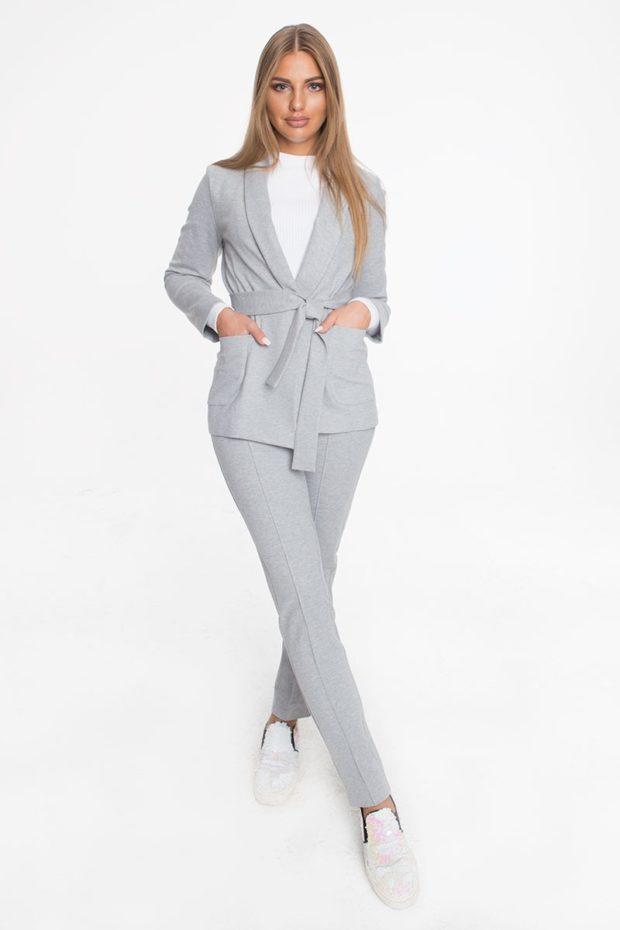 брючный костюм серый пиджак с поясом