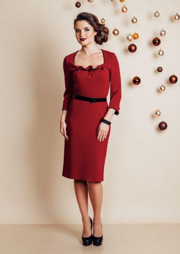 платье красное с поясом