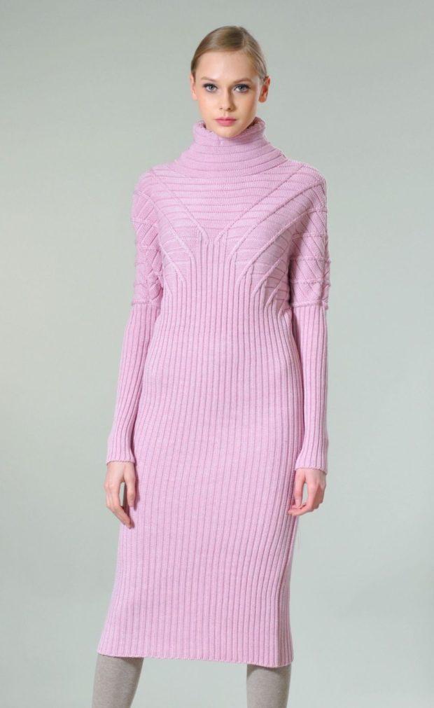 платье розовое вязаное длина миди