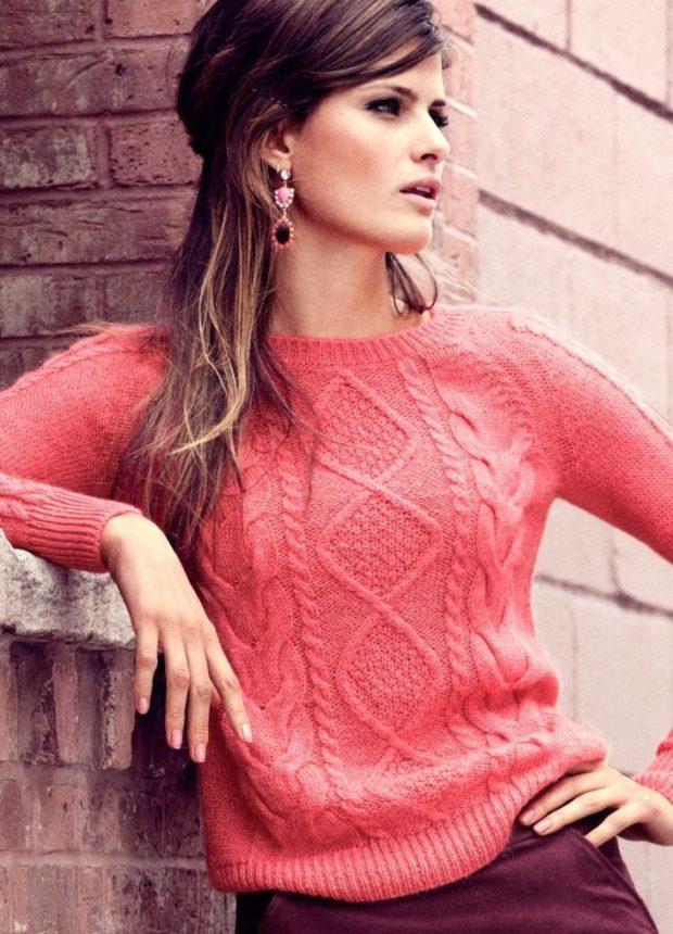 свитер розовый короткий