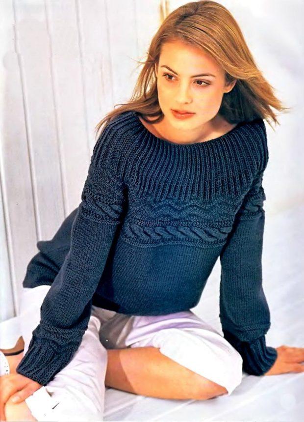 фото тенденций: синий свитер вязаный