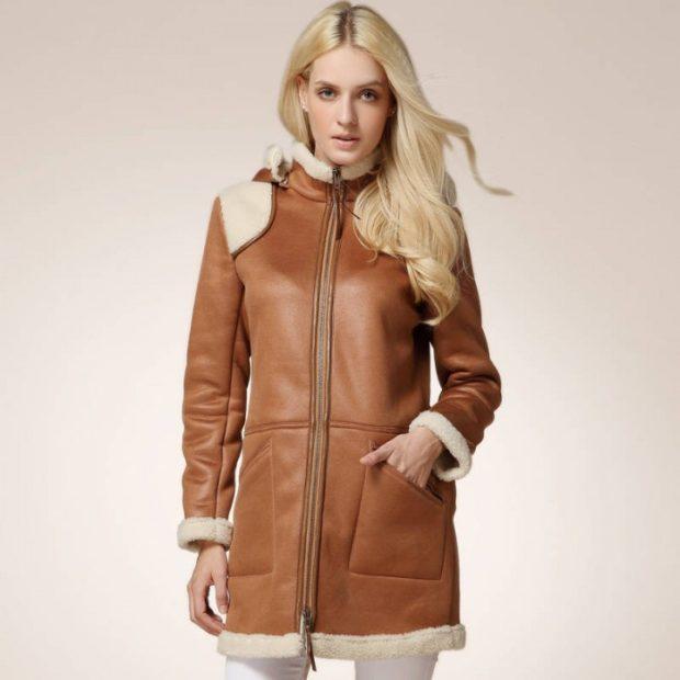 Тренды осень зима 2019: дубленка коричневая с белым мехом
