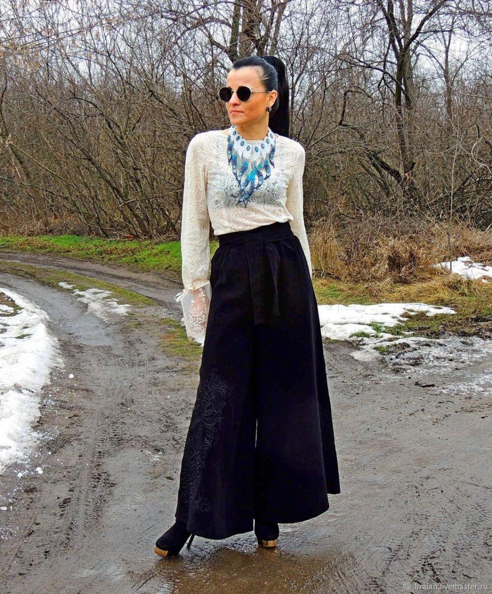 Тренды осень зима 2019: широкие штаны из бархата темно-синие