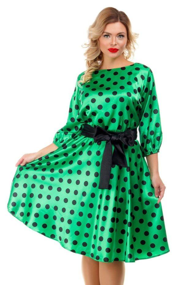 платье зеленое атласное в черный горох