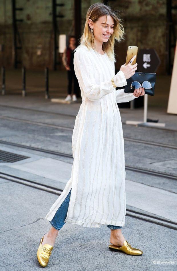 белое платье под короткие джинсы