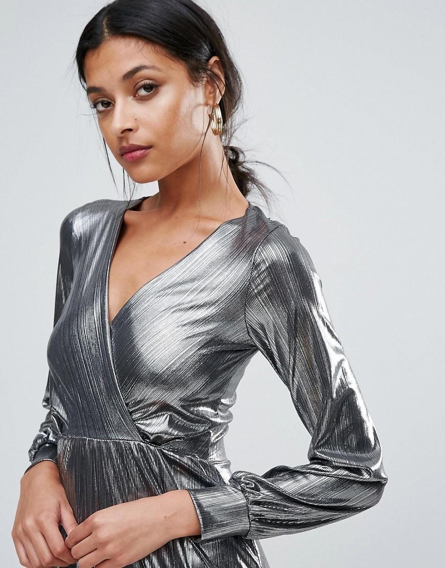 тренды осень зима 2019: платье металлик с запахом