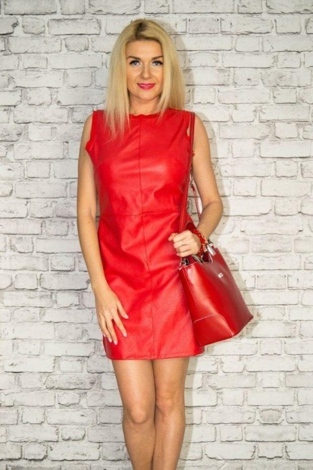 красное платье из кожи
