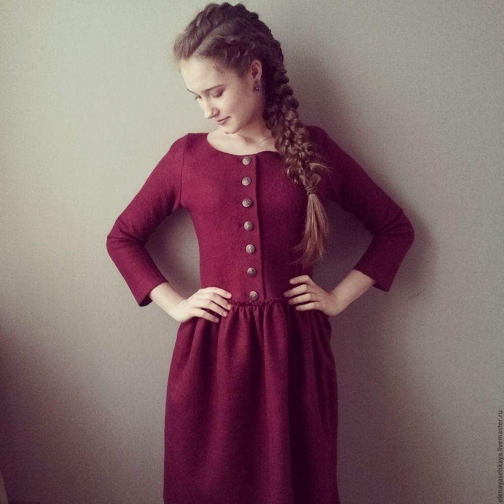 тренды осень зима 2019: платье из шерсти бордовое
