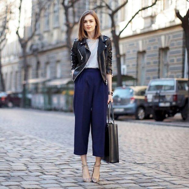 укороченные брюки с чем носить кюлоты синие под косуху