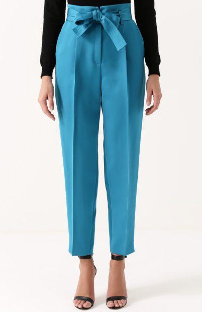 укороченные брюки с чем носить синие с поясом бантом под блузку