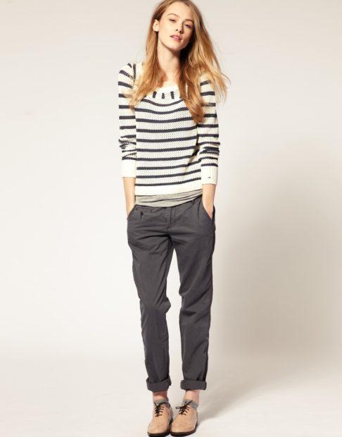укороченные брюки с чем носить чиносы под полосатую кофту