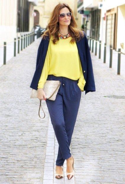 укороченные брюки с чем носить бананы под блузку желтую и пиджак