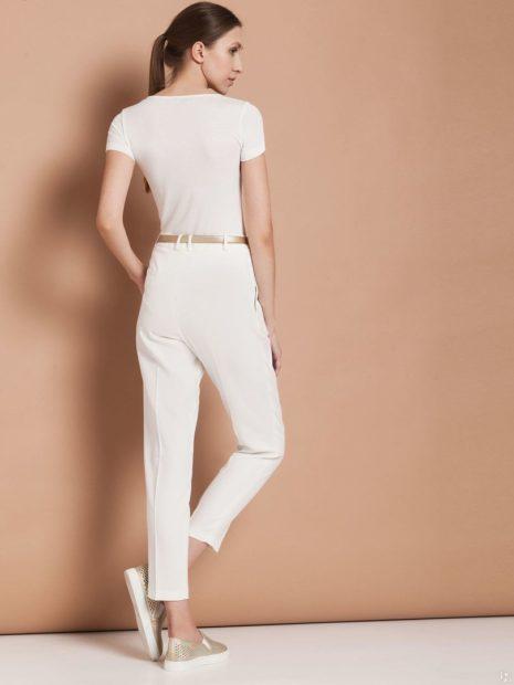 укороченные брюки с чем носить белые под футболку в тон