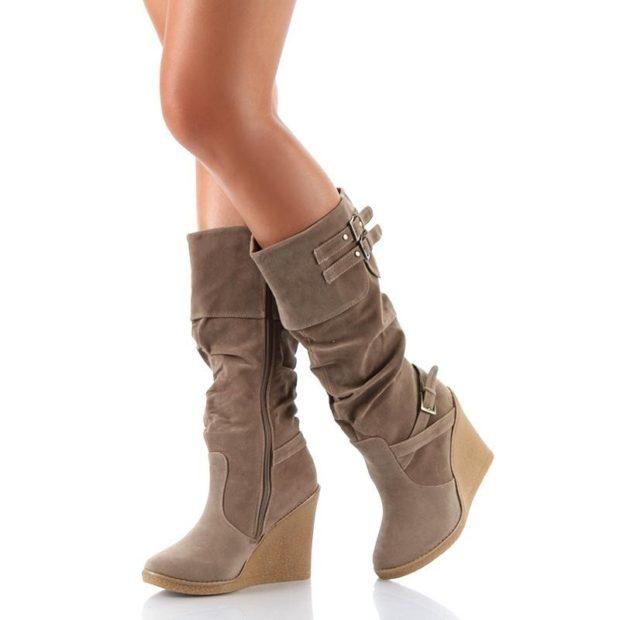 зимняя женская обувь: на танкетке высокие светлые