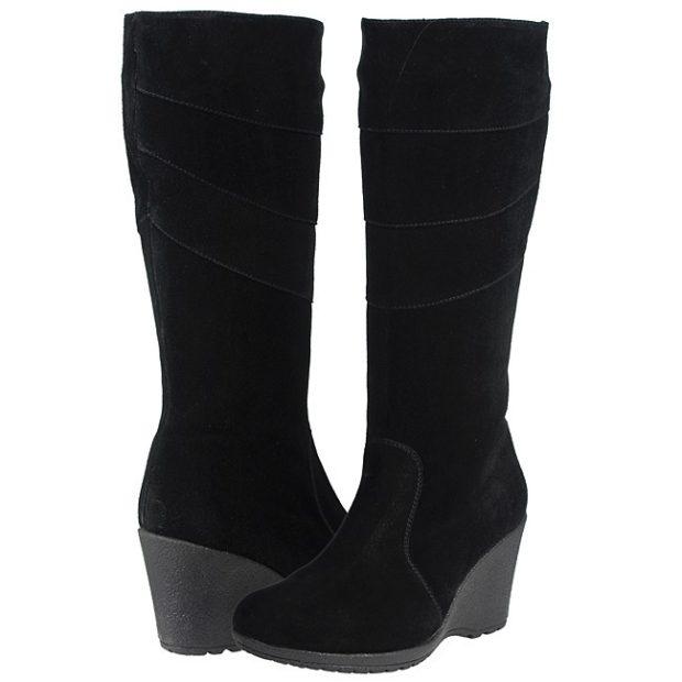 женская обувь: высокие черные на танкетке