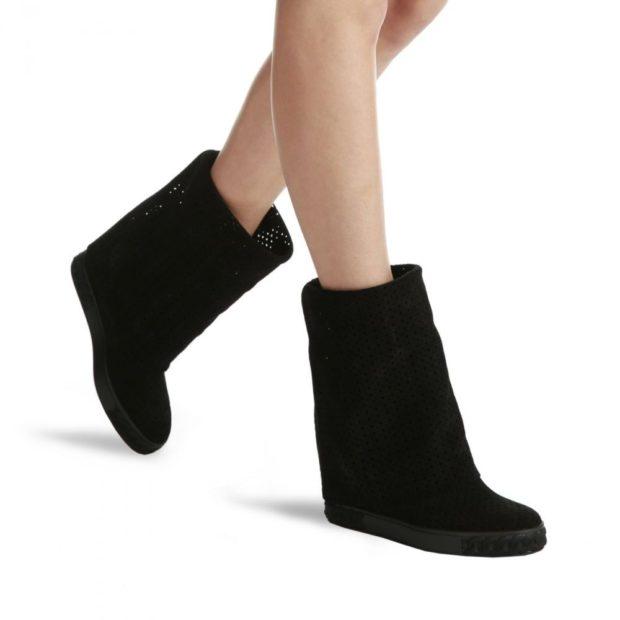 женская обувь осень-зима: короткие на танкетке замш