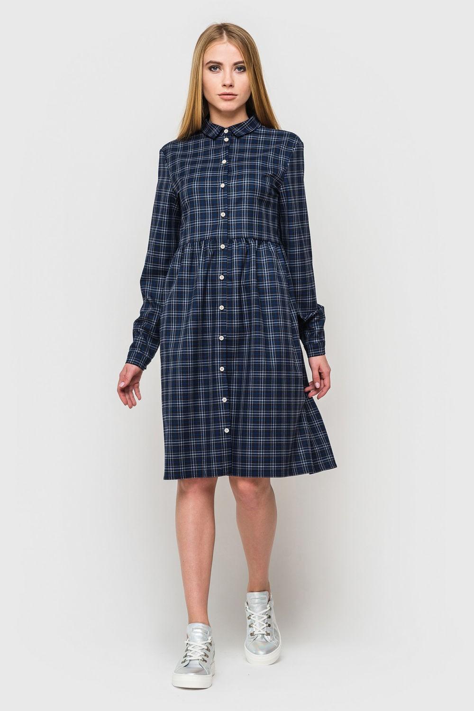 базовый гардероб 2018 2019: платье рубашка в клетку по колено синее