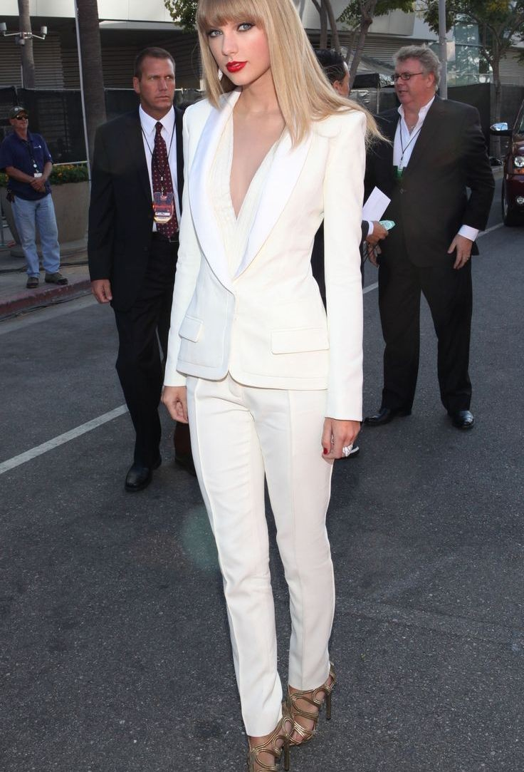 Белые брюки женские: классические штаны под пиджак