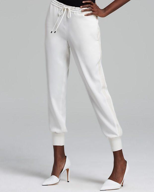 с чем носить белые брюки: на шнурке под туфли