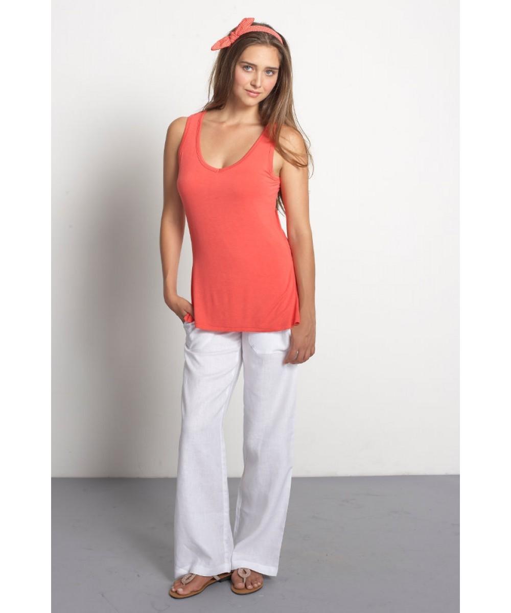Белые брюки женские: льняные свободные под длинную майку