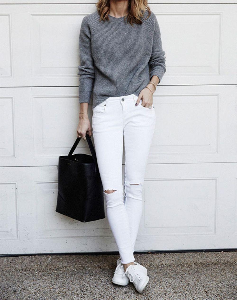 Белые брюки женские: джинсы под кофту серую оверсайз