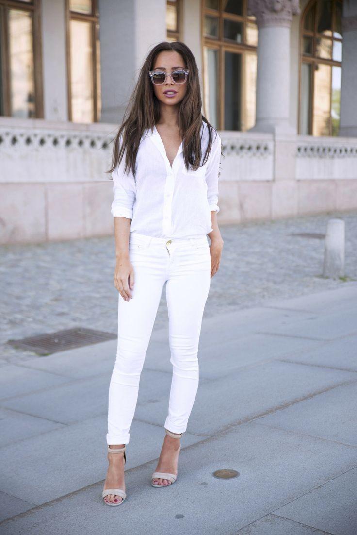 с чем носить белые брюки: под босоножки на шпильке