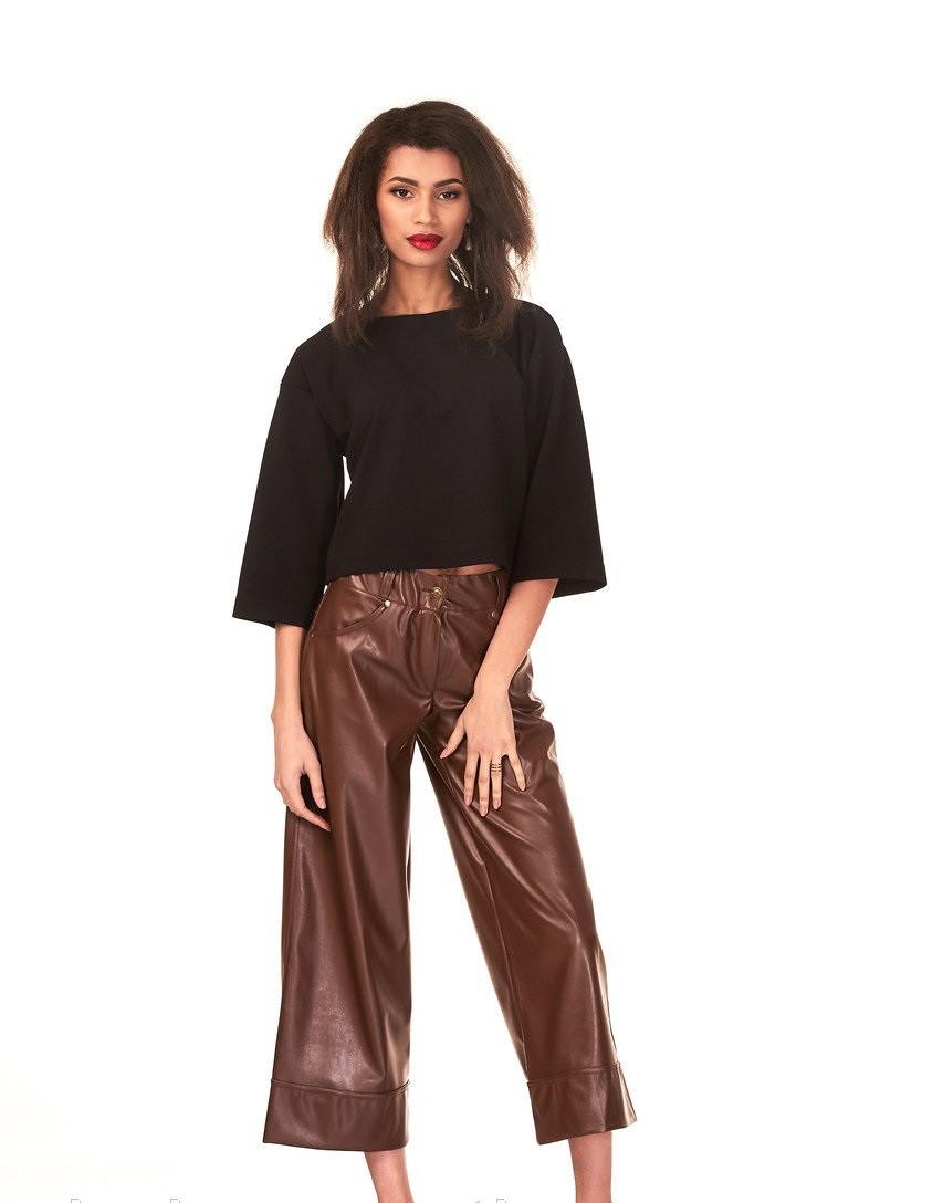 брюки весна-лето 2018: кожаные коричневые кюлоты