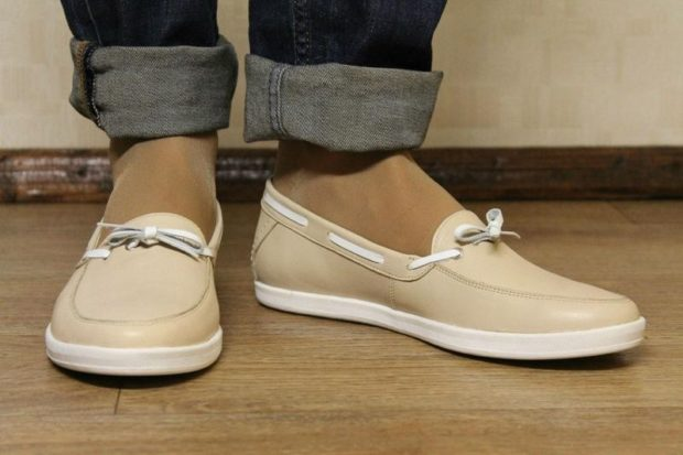 с чем носить женские слипоны: кожаная обувь светлая бежевая