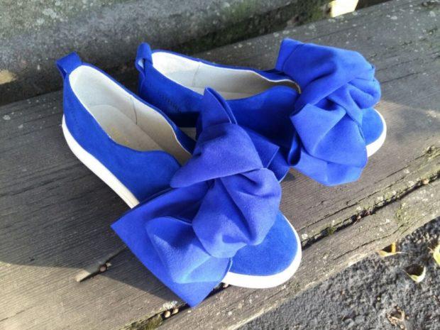 с чем носить женские слипоны: голубые натуральная замша