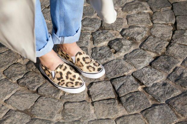 с чем носить женские слипоны: тигровые