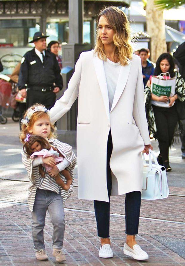 Слипоны женские с чем носить: под пальто джинсы короткие