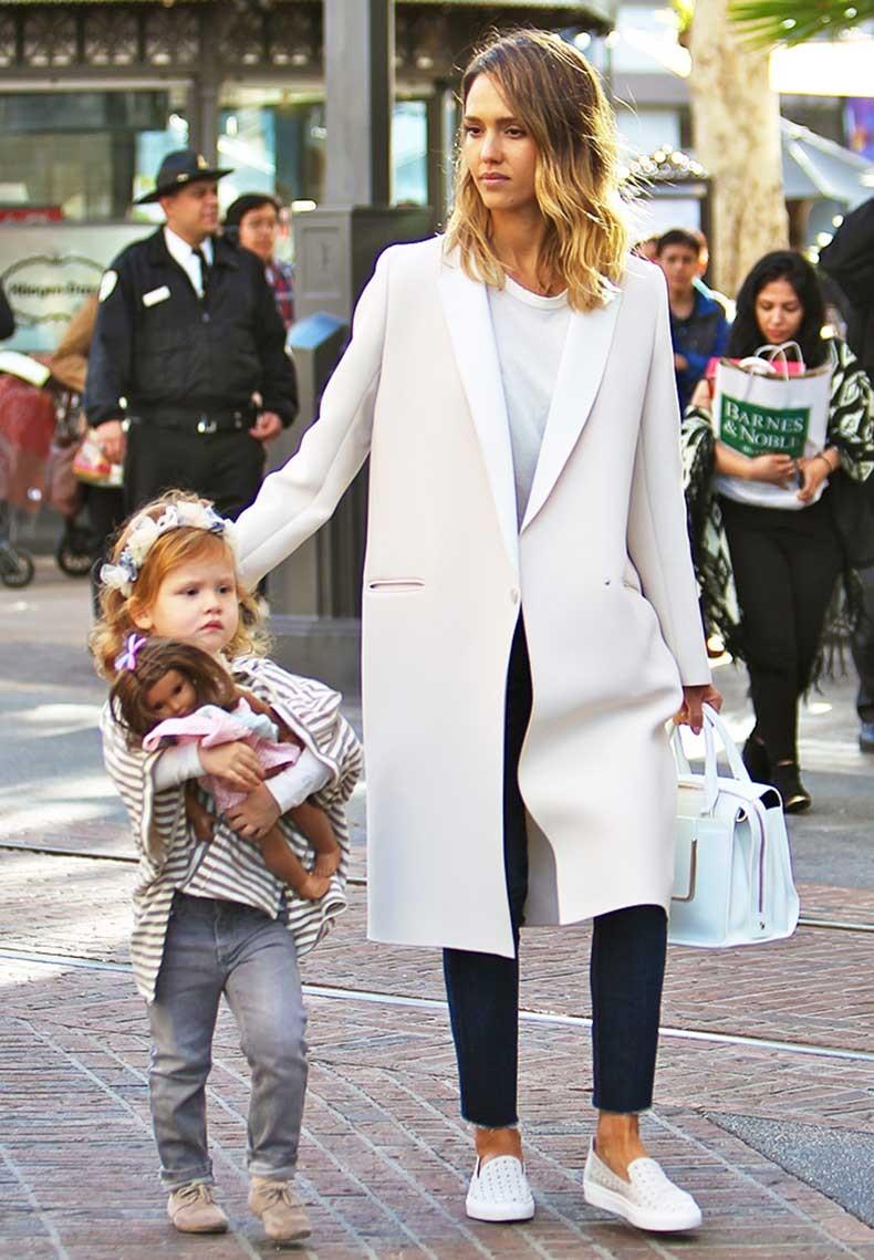 Слипоны женские фото с чем носить: под пальто джинсы короткие