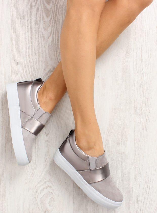 с чем носить женские слипоны: серебристые на липучке