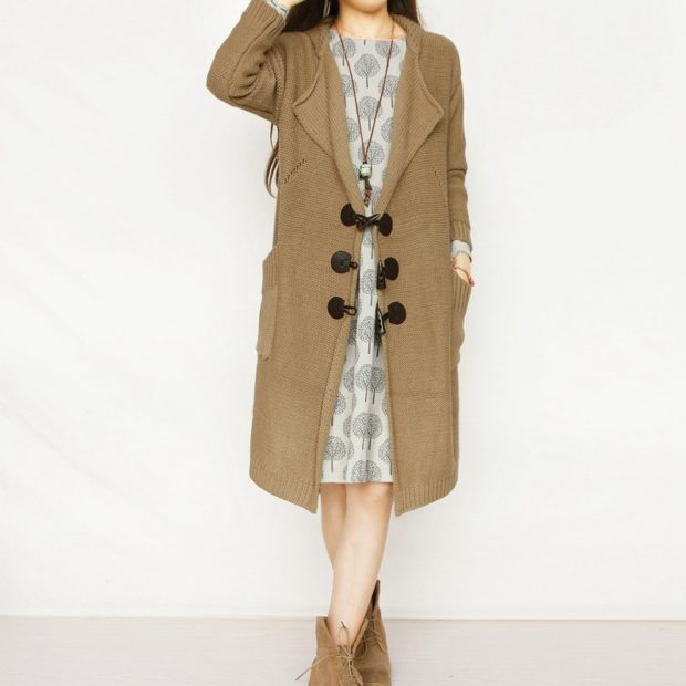 Модные кардиганы осень зима 2019-2020: шерстяной с застежками коричневого цвета