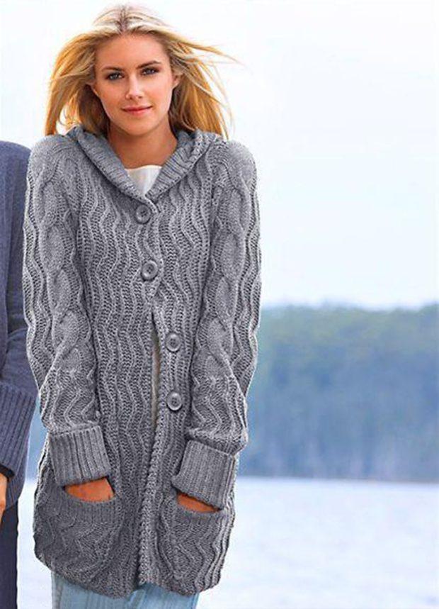 Модные кардиганы осень зима 2019 2020 вязанный с пуговицами и капюшоном серого цвета