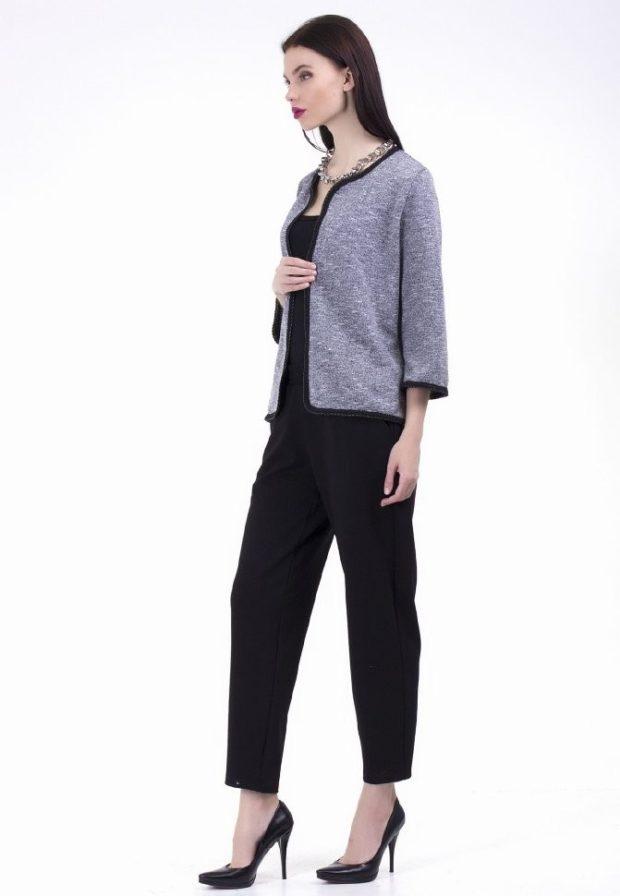 Модные короткие кардиганы осень зима 2019 2020 короткий, серого цвета с черными вставками