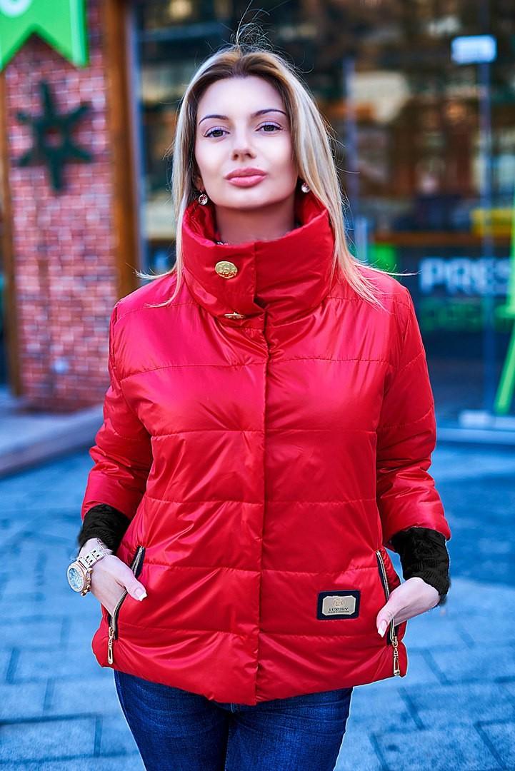 Модные образы осень-зима 2018: куртка красная короткая
