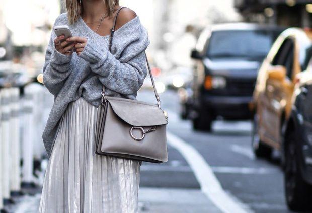 Модные образы весна лето 2018: серебристая юбка кофта сумка