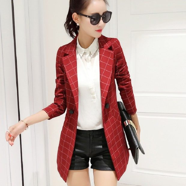 модные пиджаки осень зима 2020-2021: удлиненный красный в белую клетку