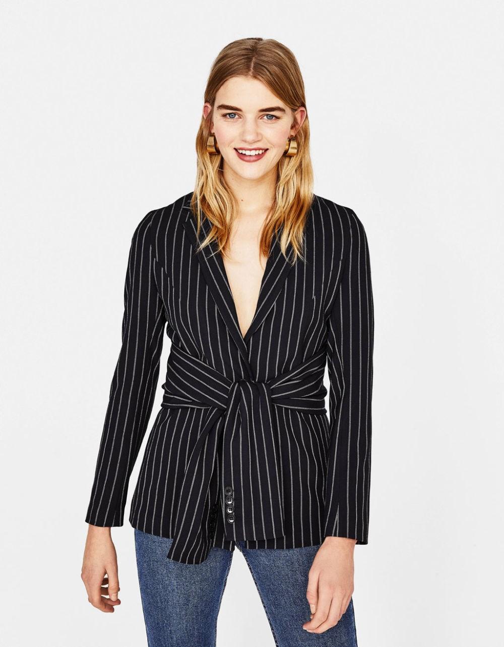 модные пиджаки осень зима 2018 2018: пиджаки под пояс черный в белую полоску