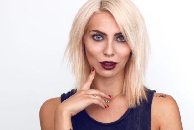 Модный цвет волос 2018: блонд платиновый средний оттенок