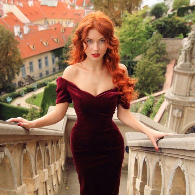 цвет волос: рыжий светлый
