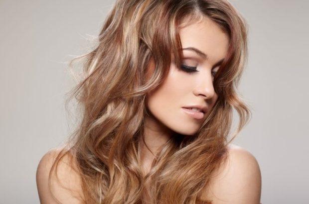 Модный цвет волос 2018: блонд карамельный с миллировкой