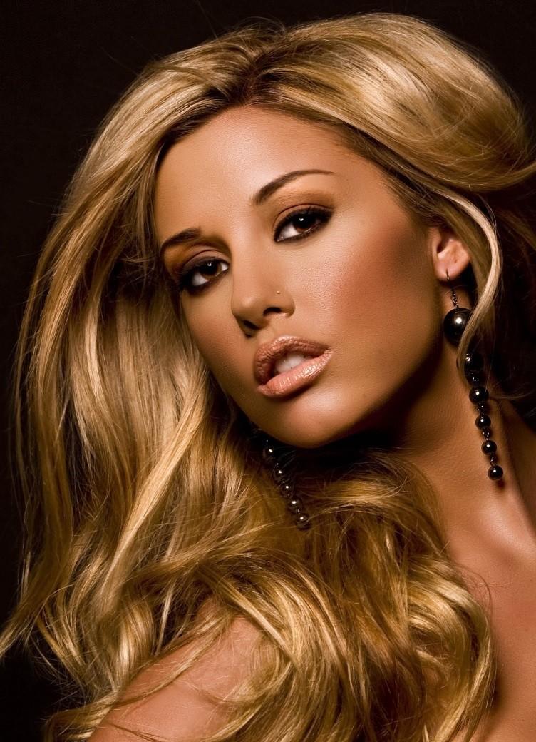 Модный цвет волос 2018: блонд карамельный с золотом