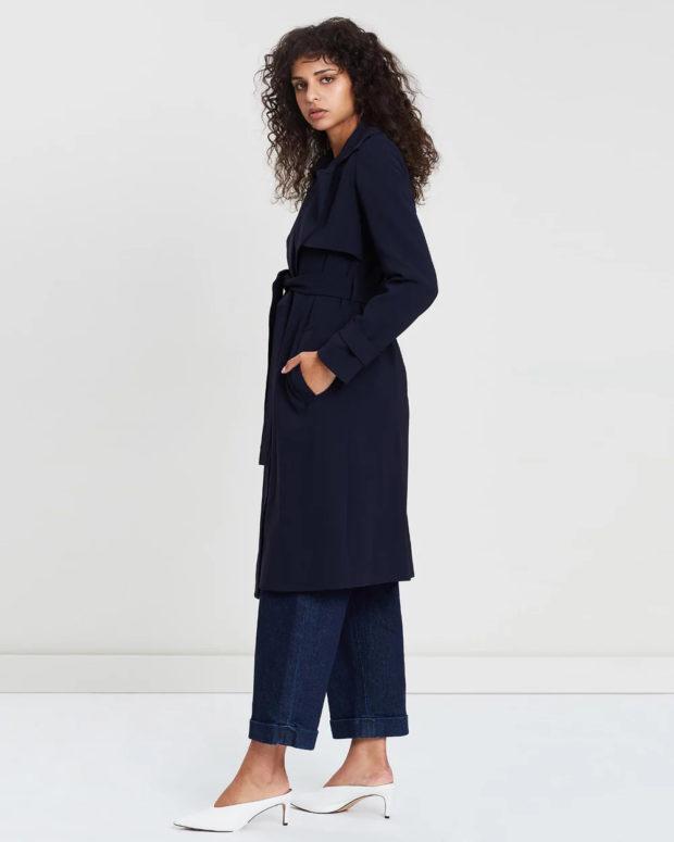 Модные образы весна лето 2021: пальто синее