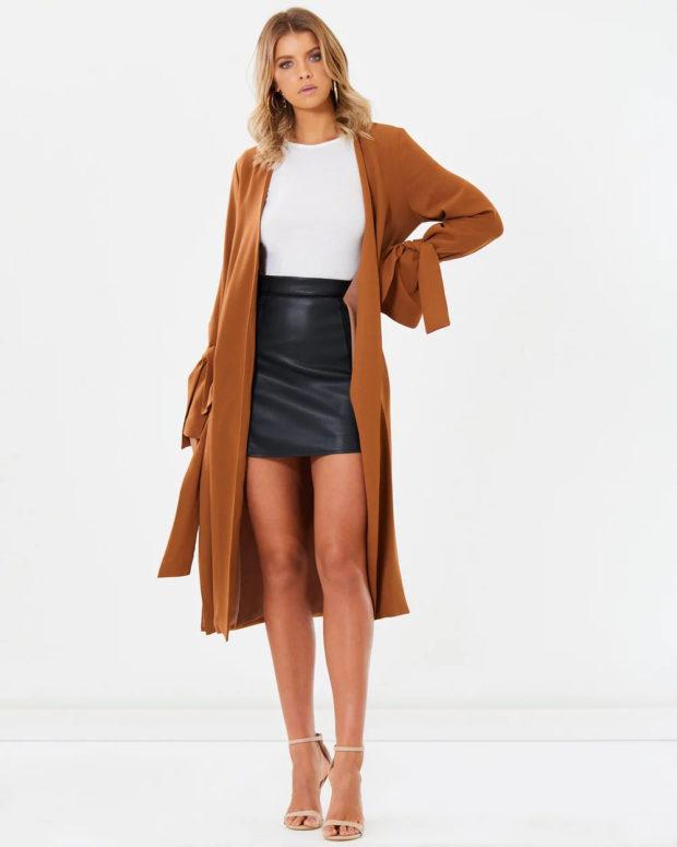 Модные образы весна лето 2021: пальто коричневое