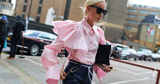 модные блузки 2018-2019: с рукавами воланами розовая