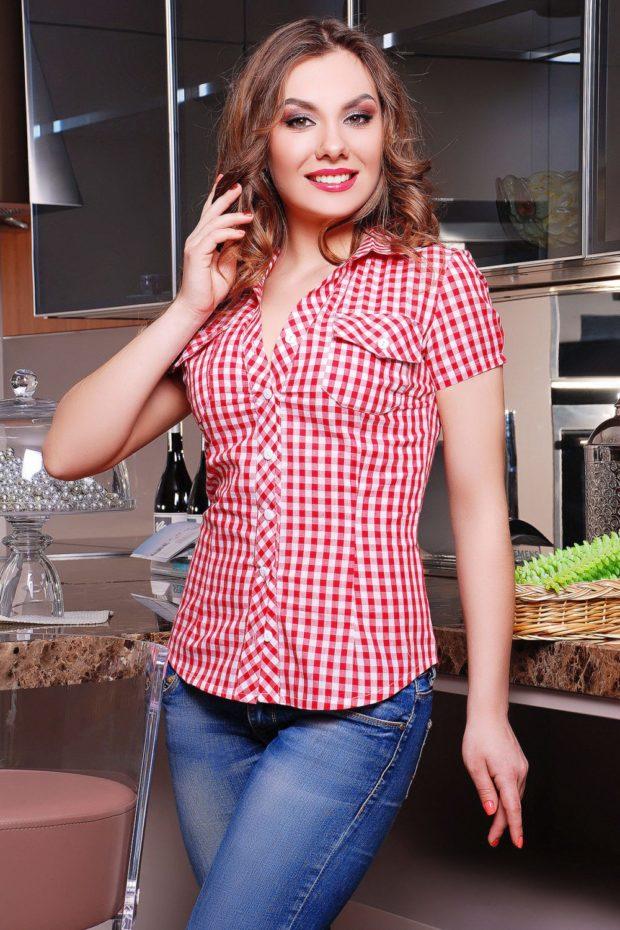 Модные блузки: в клетку красную с белым рукав короткий