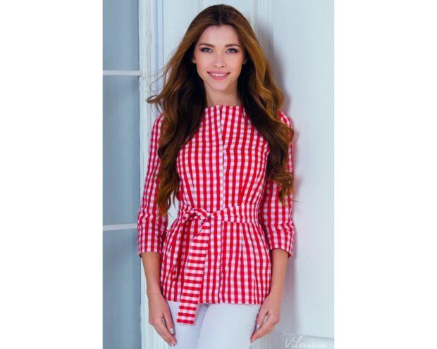 Модные блузки 2018: в клетку красная с белой с поясом