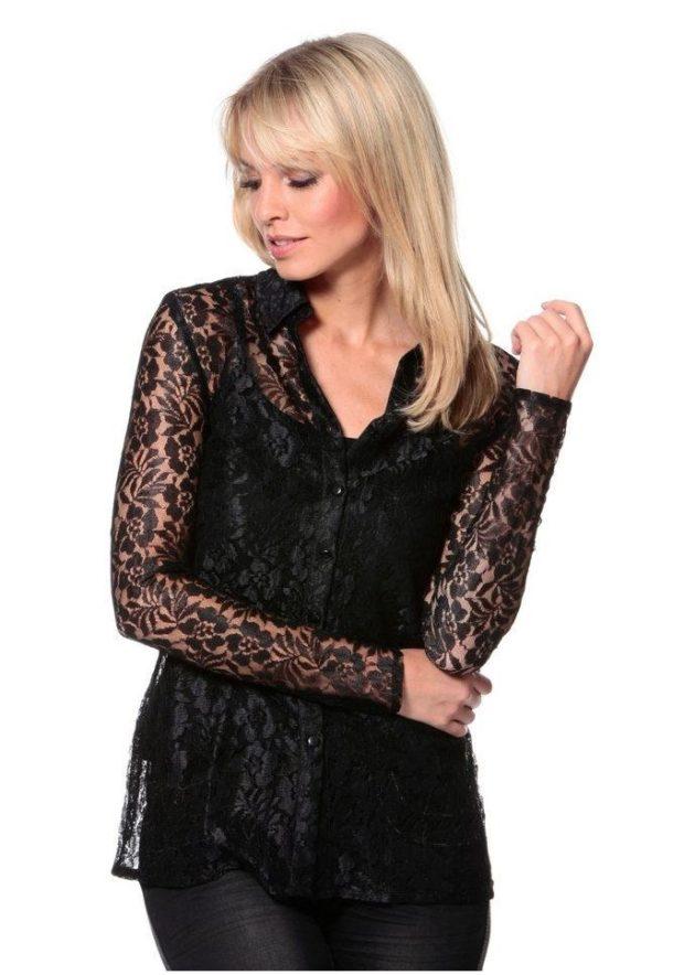 модные блузки: кружевные черная с длинным рукавом